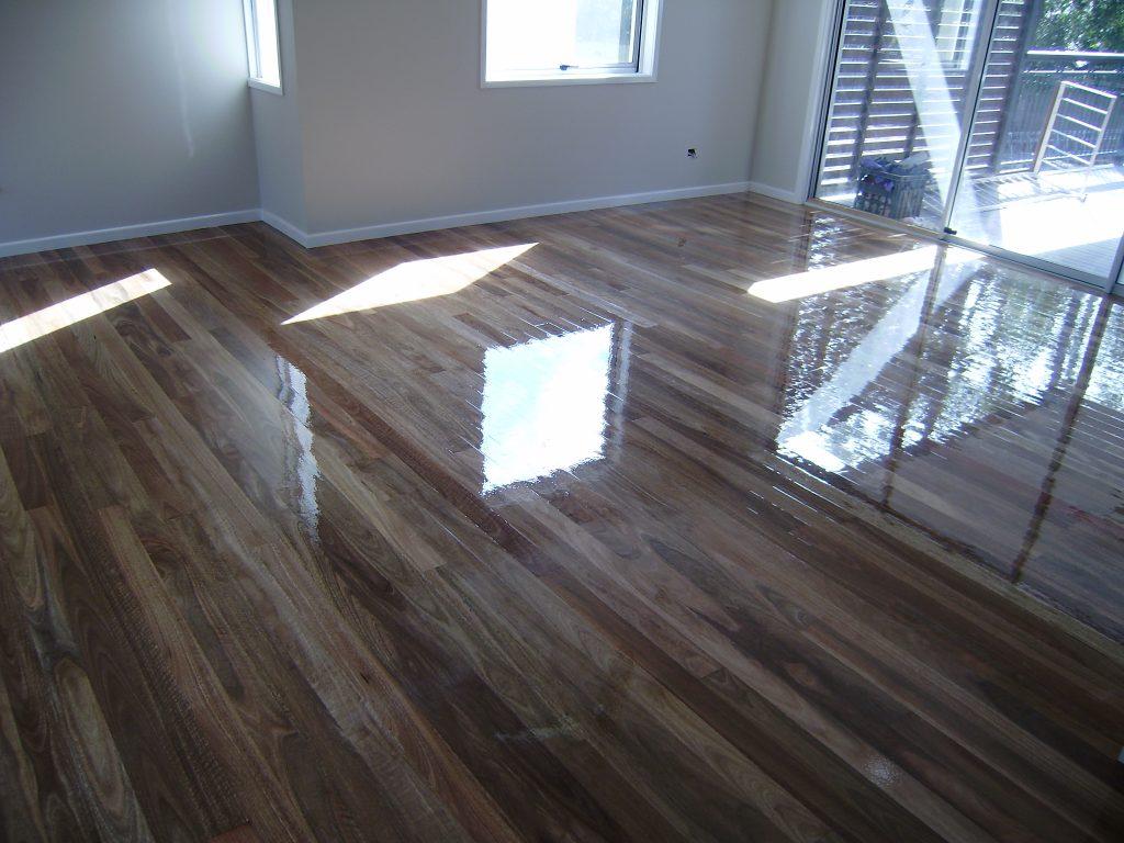 Hóa chất đánh bóng sàn gỗ - giúp sàn gỗ sáng bóng hơn - Dịch vụ vệ sinh hảo tâm tphcm