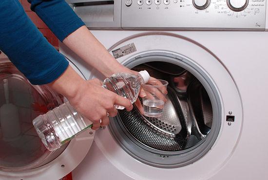 Cách vệ sinh máy giặt hiệu quả với giấm