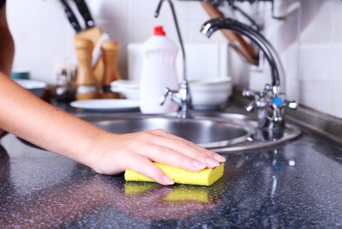 Vệ sinh nhà bếp - vệ sinh bồn rửa chén
