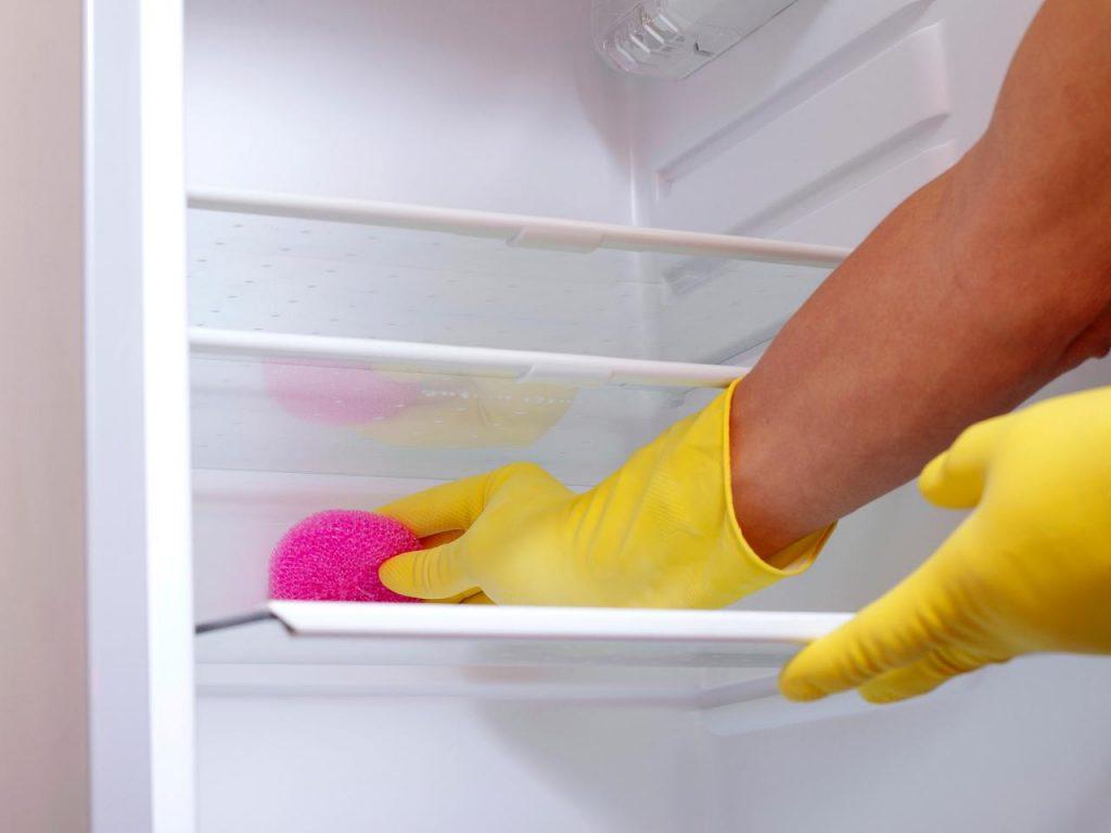 Cách vệ sinh tủ lạnh đơn giản đúng cách và nhanh chóng - Vệ sinh HẢO TÂM